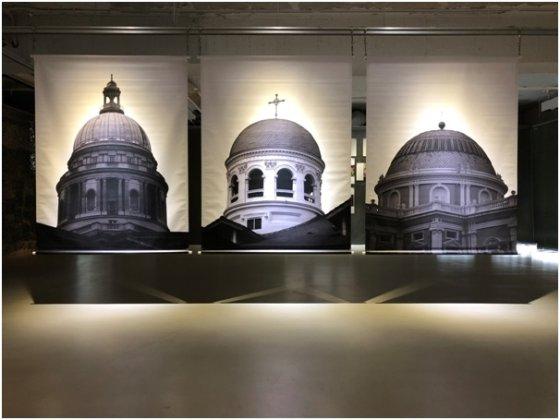 유릭 라우(Urich Lau) 전시작품, Three Domes(Exposure), 2006-2017,  Dimension variable, Digital  print on aluminium/사진=도잉아트