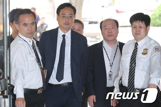 [사진]'최순실 태블릿PC 조작' 주장 변희재, 영장실질심사 출석