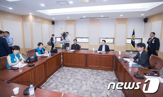 [사진]대법원 찾아 면담하는 KTX 해고 승무원들