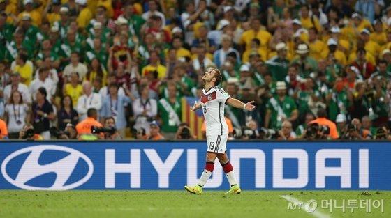'2014 브라질 월드컵' 경기에서 광고판에 현대차 브랜드가 노출되고 있다. /사진=FIFA 홈페이지