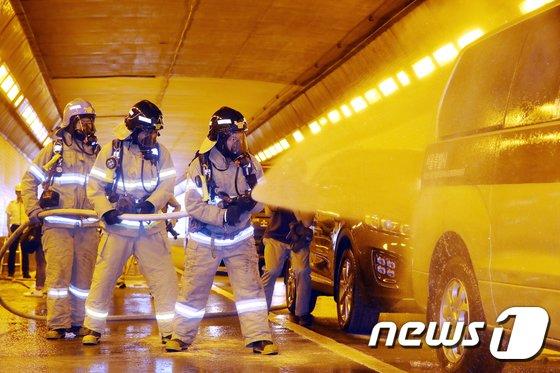 [사진]터널 사고 처리 '신속하고 정확하게'