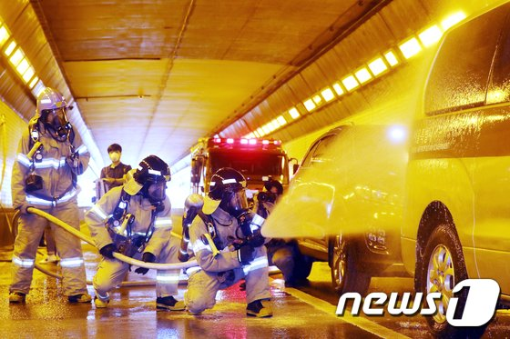 [사진]'터널사고 조치 신속하게'