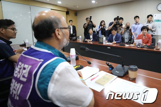 [사진]김영주 고용부 장관, 전교조 위원장 면담
