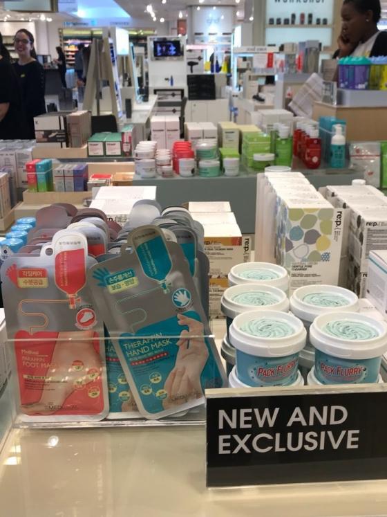 영국 셀프리지 백화점에 진열된 메디힐 제품/사진제공=엘앤피코스메틱