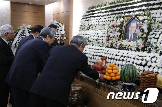 [사진]김종필 전 총리 별세... '추모의 물결'