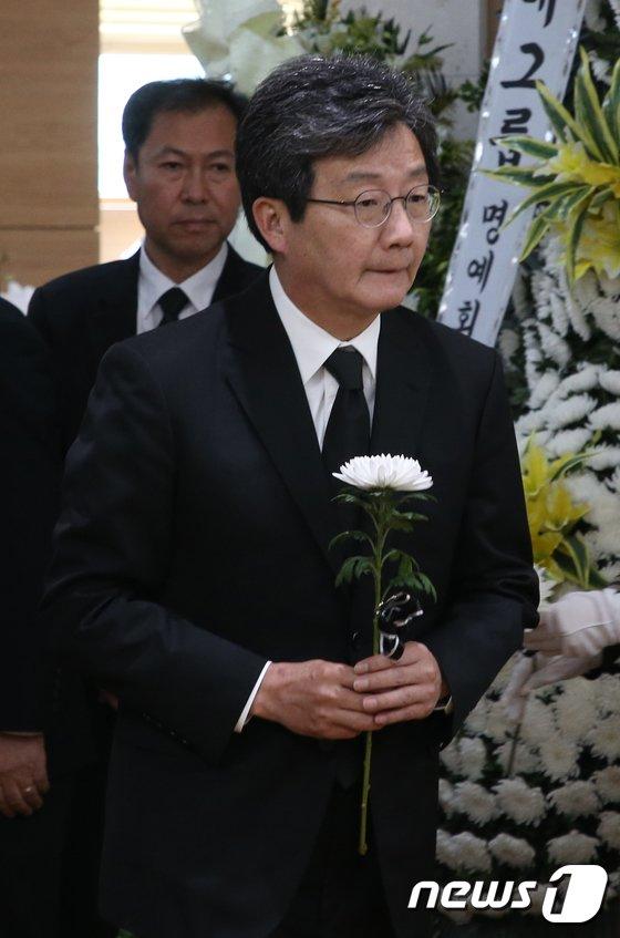 [사진]조문하는 유승민 대표