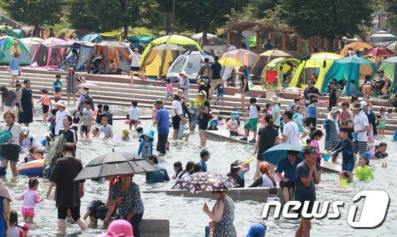 [사진]'폭염' 한강에 모인 텐트족