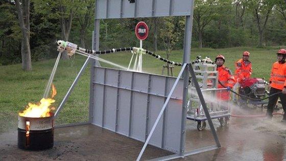 소방 로봇 '드래곤파이어파이터' 시연 장면/사진=도호쿠대