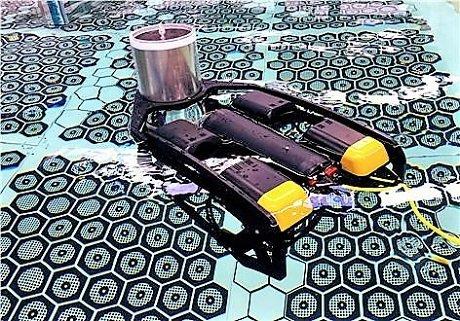 원자력연구원이 개발한 SCV가 모의 핵연료 저장 수조에서 움직이고 있다/사진=원자력硏