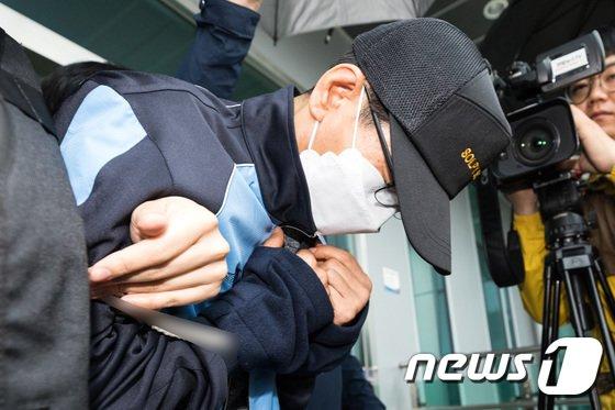 [사진]지인 살해·암매장한 40대 남성 현장검증 나서