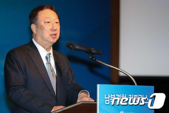 [사진]남북경협 컨퍼런스 참석, 개회사하는 박용만