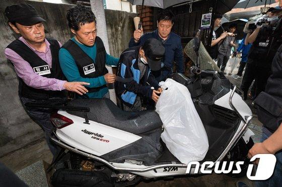 [사진]현장검증하는 지인 살해·암매장 피의자 박모씨
