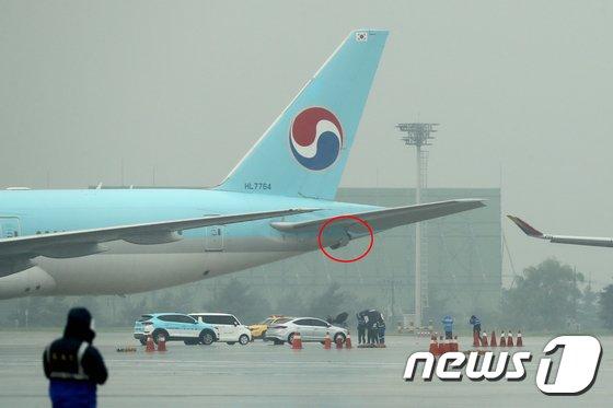 [사진]'대한항공-아시아나 여객기 접촉사고 현장 조사'