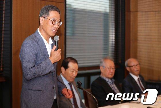 [사진]인사말하는 김주영 한국노총 위원장