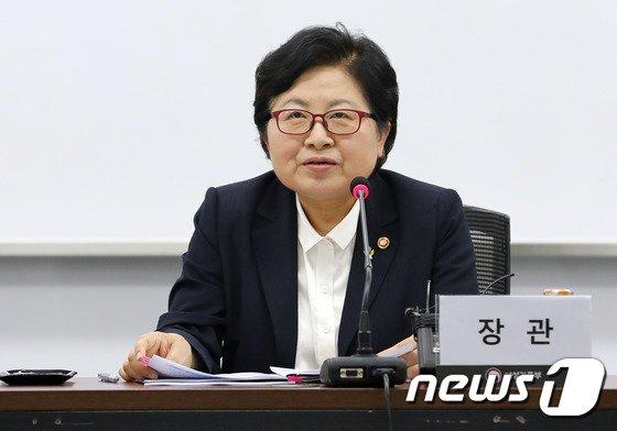 [사진]정현백 장관 '비공개 촬영회 관련 불법구조 개선 방안은'