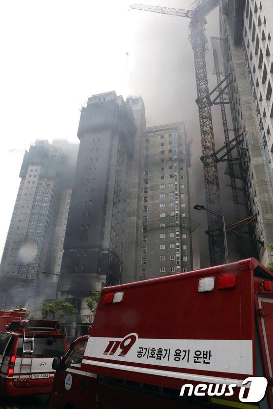 [사진]세종시 아파트 건설현장에서 큰불