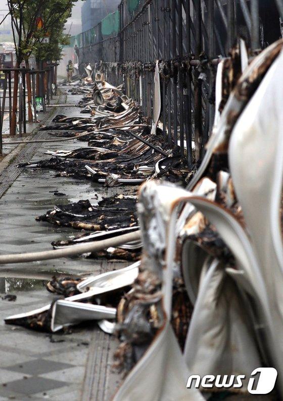 [사진]처참한 모습으로 변한 화재 현장