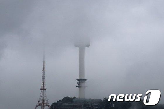 [사진]비구름에 가려진 서울남산타워