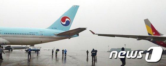 [사진]김포공항 주기장서 여객기 접촉사고