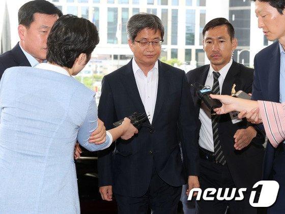 [사진]출근하는 김명수 대법원장