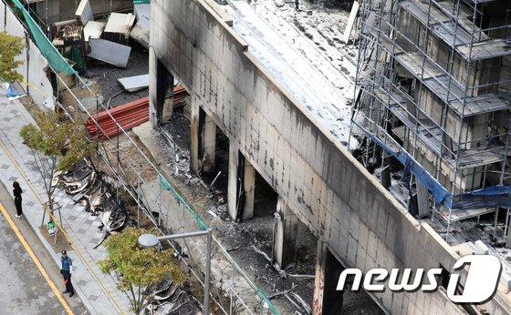 [사진]화마가 휩쓸고 간 주상복합아파트 건설현장