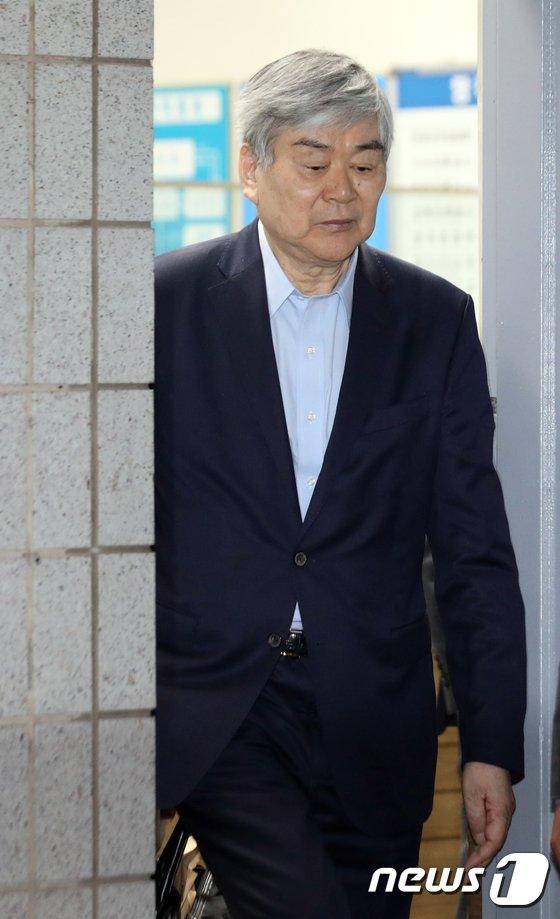 [사진]검찰 조사 마친 조양호 회장...'굳은표정'