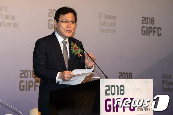 [사진]글로벌 IP 금융 컨퍼런스 환영사하는 최종구 위원장