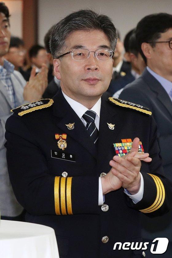 [사진]이철성 경찰청장 이임식 참석한 민갑룡 내정자
