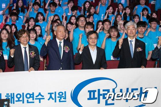 [사진]김동연 부총리 '대학생들의 꿈을 위해'