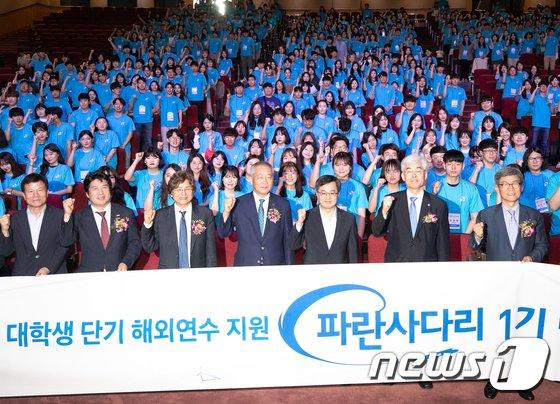[사진]김동연 부총리 '파란사다리 학생들 파이팅'