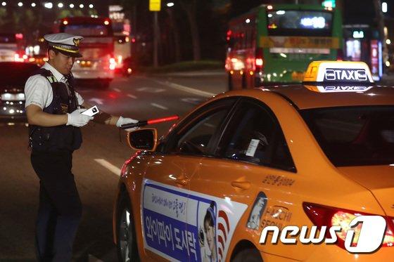 [사진]'택시도 음주단속 합니다'