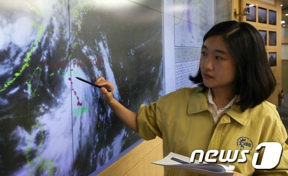 [사진]태풍 '쁘라삐룬' 2일 밤 제주 상륙