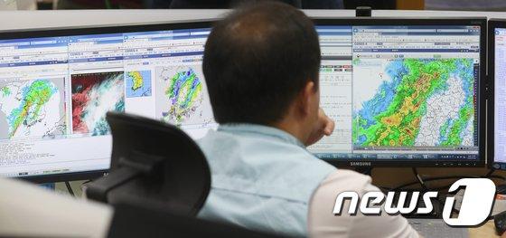 [사진]태풍 '쁘라삐룬' 북상... 어디로 이동하나?
