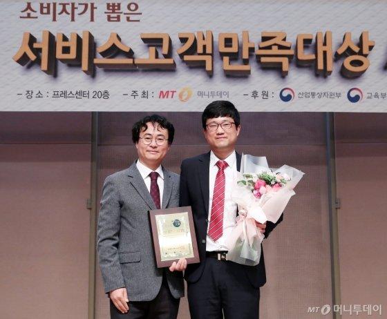 '2018 제3회 소비자가 뽑은 서비스고객만족대상 시상식'에서 지온메디텍 박종철 대표가 수상했다/사진=김창현 기자
