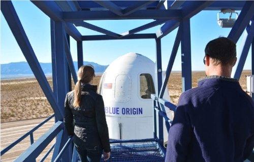 뉴 셰퍼드 우주관광에 사용될 우주캡슐. 발사대 승강기를 이용해 탑승한다. /사진제공=블루오리진.
