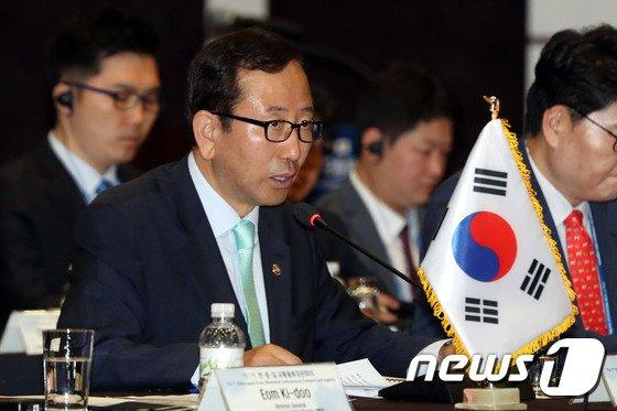 [사진]한중일 교통물류 장관회의 발언하는 강준석 차관