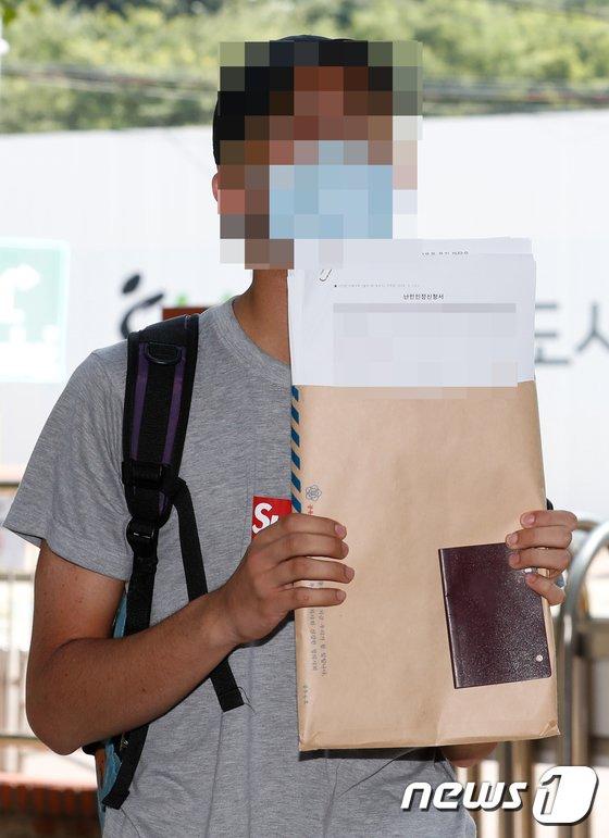 [사진]이란 중학생 '난민지위 신청하러 갑니다'