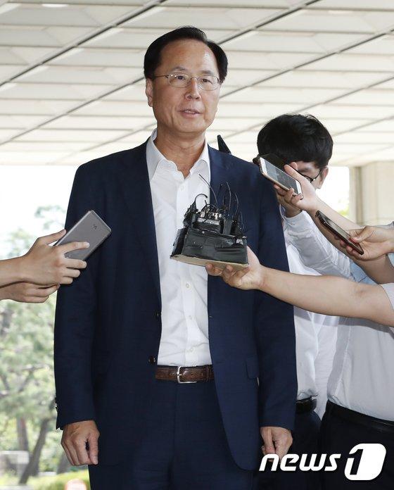 [사진]공정위 재취업 비리...검찰 출석한 노대래 전 공정위원장