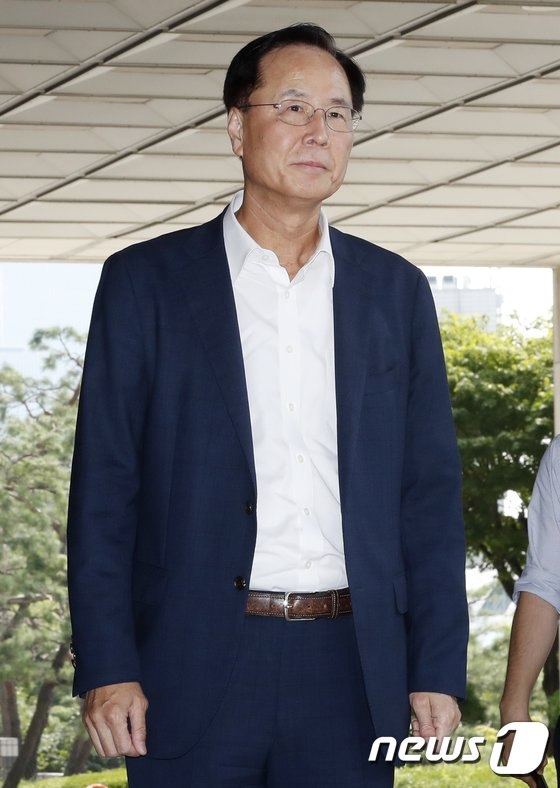 [사진]검찰 포토라인에 선 노대래 전 공정위원장