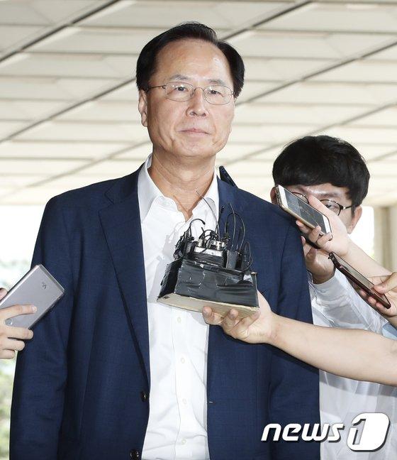 [사진]노대래 전 공정위원장 검찰 출석