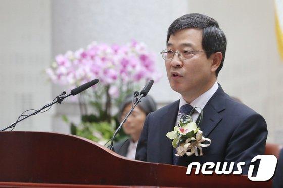 [사진]취임사하는 이동원 신임 대법관
