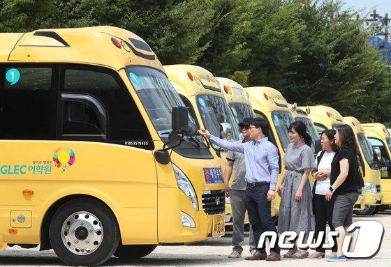 [사진]유치원 차량에 어린이 갇힘 예방 시스템 부착