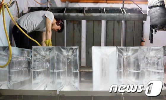 [사진]'폭염 대목 맞이한 얼음공장'