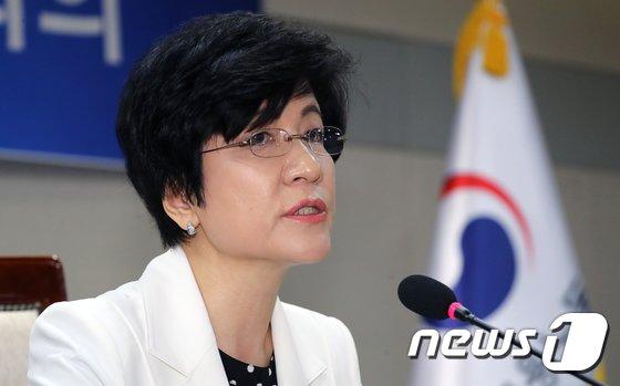 """[사진]김영주 장관 """"최저임금과 근로시간 단축, 현장에 정착하도록 최선"""""""