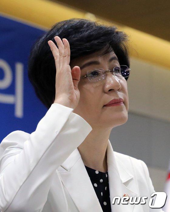 [사진]현안 많은 김영주 고용노동부 장관