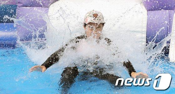 [사진]'짜릿한 물벼락'