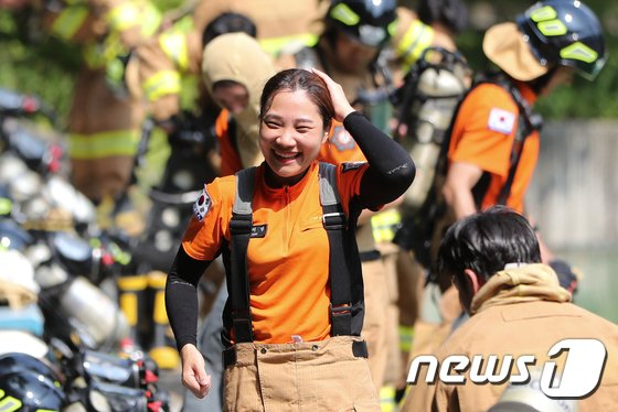 [사진]예비소방관 '폭염에도 웃자'