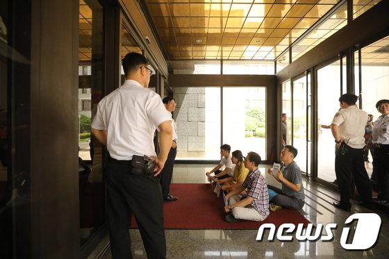 [사진]대법원에서 농성하는 전 통진당원들