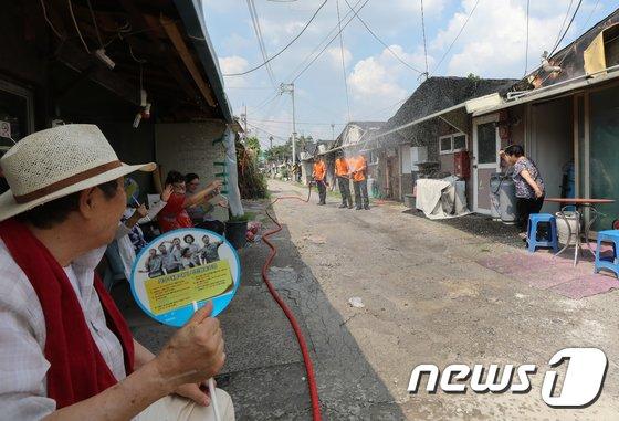 [사진]'폭염 속 골목길 풍경'