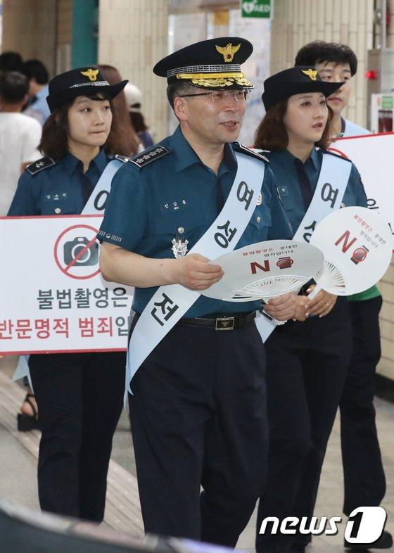 [사진]민갑룡 경찰청장, 지하철에서 불법촬영 근절 캠페인